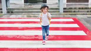 Így tanítsd meg a kisgyereked, hogy ne rohanjon ki az autók elé az útra, ha elengeded a kezét a járdán