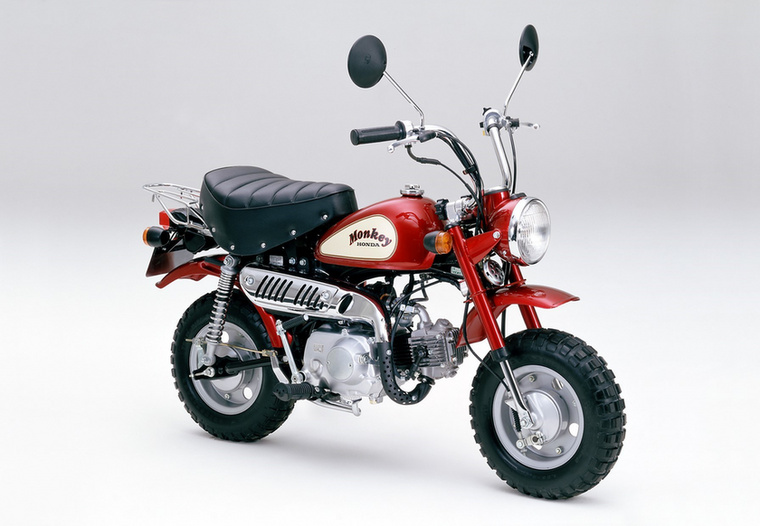 Egy évvel később az A-Z50J volt az első Monkey, amelyik már két visszapillantó tükörrel került a vevőkhöz