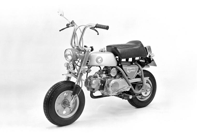A hatvanas évek legvégén jelent meg a Z50A, amely már a korábbinál nagyobb, öt helyett nyolccolos kerekeket kapott