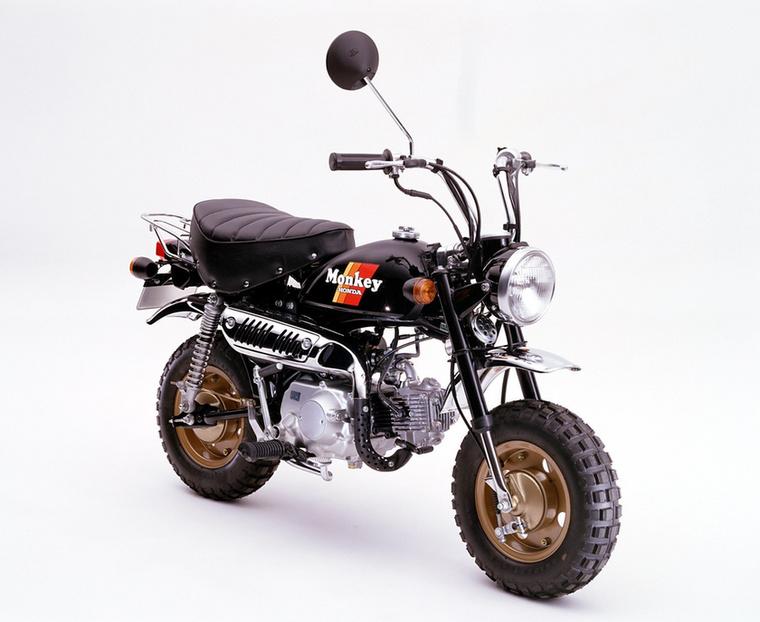 Míg eddig röpsúlyos kuplung tartozott a Monkey háromgangos váltójához, addig 1985-től már hagyományos, kézi működtetésű tengelykapcsolóval is meg lehetett venni
