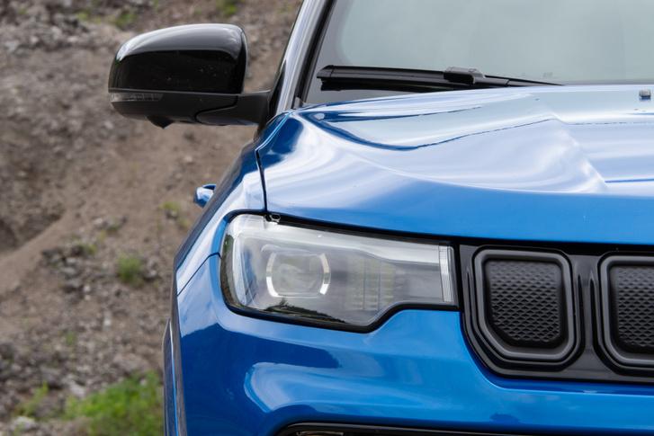 Új a fényszóró, kicsit talán BMW-t is lehet belelátni