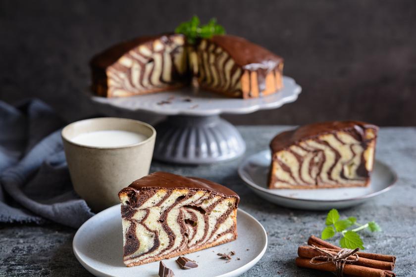Puha zebrapiskóta: a mutatós süti tetejére fényes csokimáz kerül