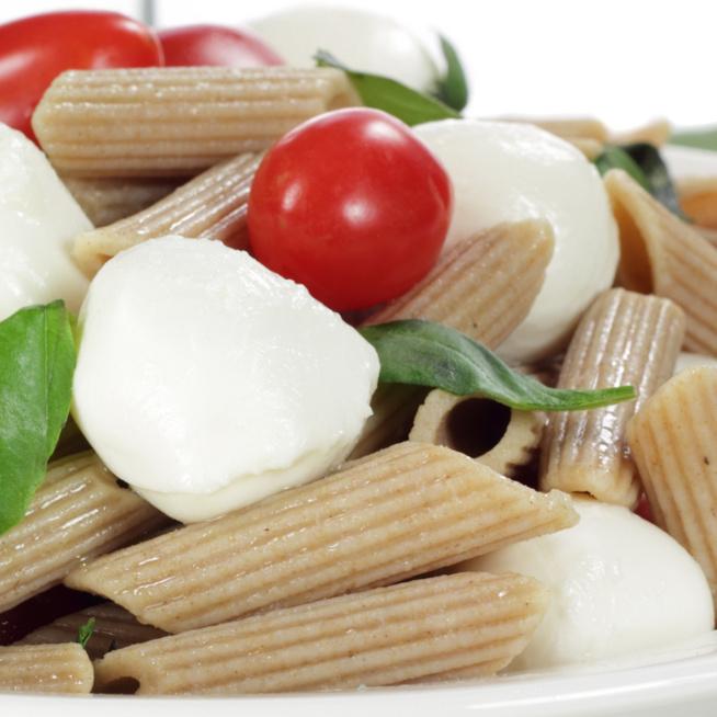 4 hozzávalós caprese tésztasaláta – Az eredeti olasz recept laktatóbb változata