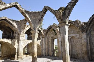 Egy leégett mecset romjai Agdamban.