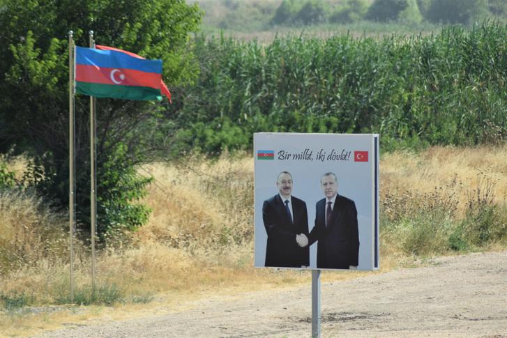 A gyümölcsöző török-azeri testvériség jegyében egy közös gyümölcsöskertet is alapítottak Karabahban.