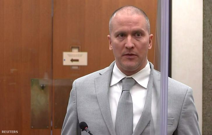 Derek Chauvin a bíróság előtt 2021. június 25-én