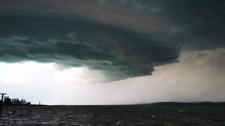 Pusztít a vihar, rengeteg a dolga a katasztrófavédelemnek