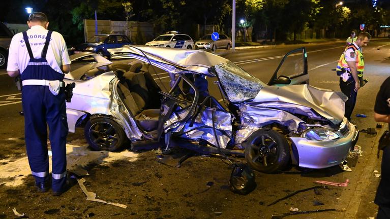 Két autó karambolozott Budapesten, az egyikben négyből két utas szörnyethalt