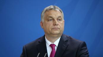 Játék autópályával lepték meg Orbán Viktort