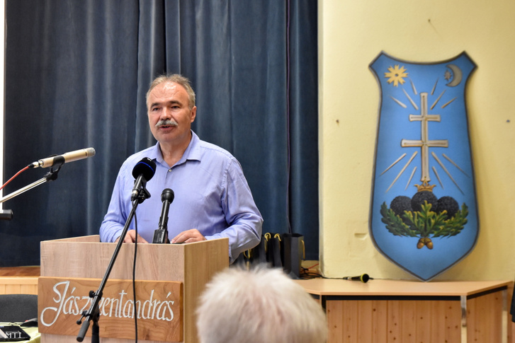 Nagy István agrárminiszter beszédet mond Jászszentandráson, a magyar szarvasgomba-termesztés napjának megnyitóján 2021. június 26-án
