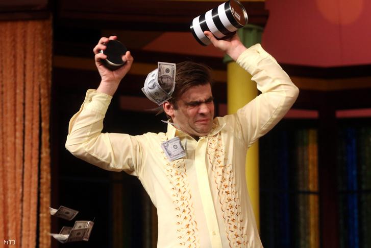 Rusznák András Richárd szerepében Edward Albee Mindent a kertbe! című színművének fotóspróbáján a Miskolci Nemzeti Színházban 2016. január 28-án