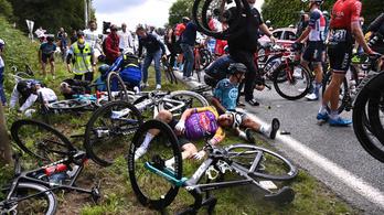 Szurkoló okozott tömegkarambolt a Tour de France nyitányán – videó!