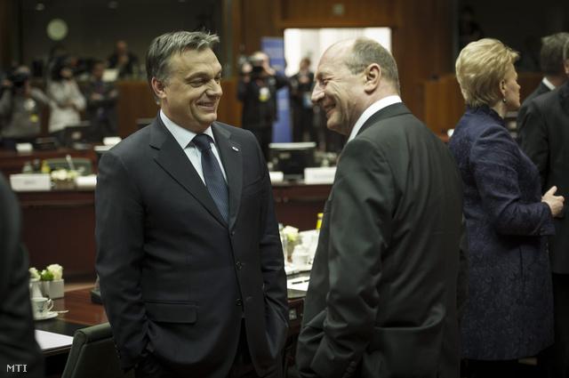Orbán Viktor magyar kormányfő és Traian Basescu román elnök az Európai Unió kétnapos csúcstalálkozójának első napi tanácskozásán.