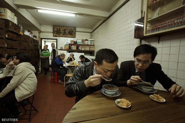 Kígyóleves és szárított kígyó a legkapósabb menü a kínai kifőzdékben. Elkezdődött a kígyó éve