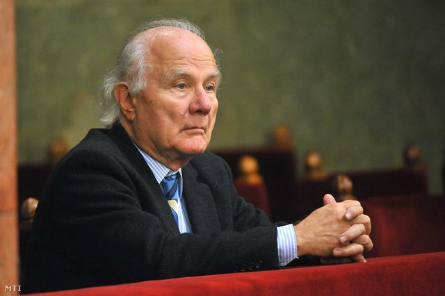 A Ptk.-t előkészítő operatív szakmai bizottságot is vezető Vékás Lajos