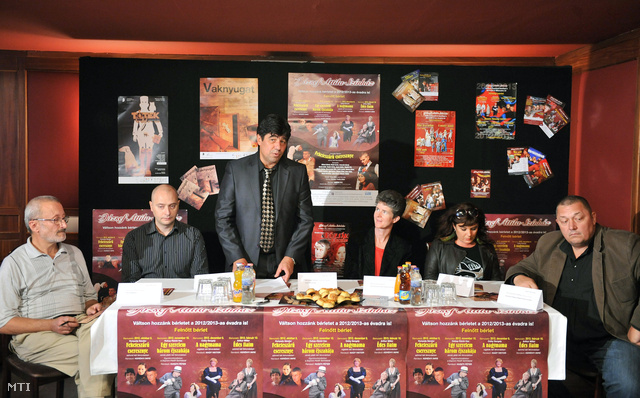 Nemcsák Károly a József Attila Színház igazgatója sajtótájékoztatót tart a színházban a 2012-2013-as évadra összeállított műsortervről