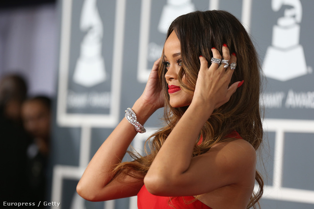 Rihanna ezekkel a gyűrűkkel a kezén érkezett a díjkiosztóra