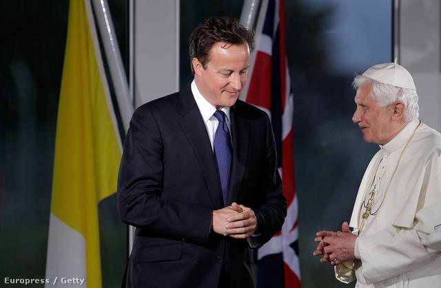 David Cameron és Benedek pápa 2010-ben