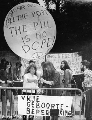 Dán nők tiltakozó akciója a fogamzásgátló szerek pápai tiltása ellen