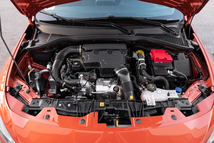 A kis motor indirekt befecskendezéses (ez jó hír)