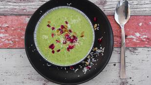 Gyors, hideg avokádóleves – nyári ebédként, fenyőmaggal lesz a legfinomabb