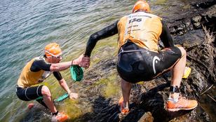 Újabb őrült sport a legedzettebbeknek: egymáshoz láncolva úszni és futni, végig cipőben