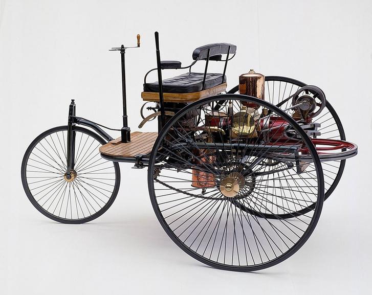 Már a legelső autókban is megtalálható volt a kútkerékből ihletett egytömegű lendkerék.