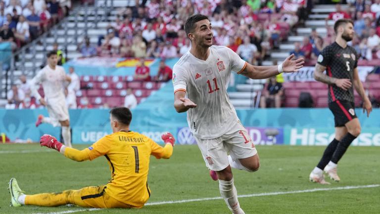 21 éve nem kaptak ennyi gólt a spanyolok, mégis továbbléptek