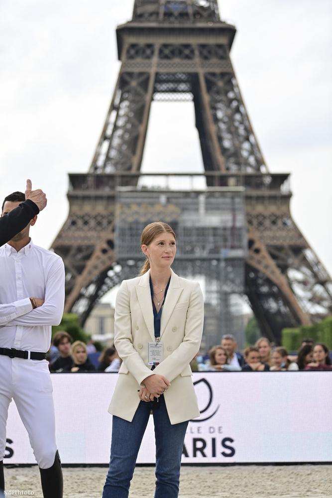A múlt hétvégén Jennifer Gates megint egy díjugratóversenyen volt, ezúttal Párizsban.