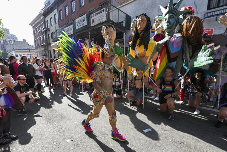De természetesen megvolt a pride-ok immár több, mint 50 éve szokásosnak tekinthető színes forgataga is.