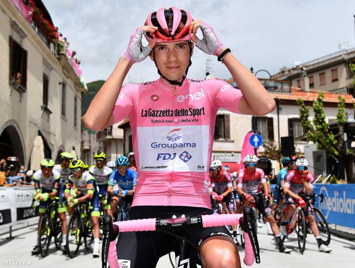 Az összetettben élen álló Valter Attila a 104. Giro d'Italia olasz országúti kerékpáros körverseny kilencedik, Castel di Sangro és Campo Felice közötti 158 km-es szakaszának teljesítése közben 2021. május 16-án