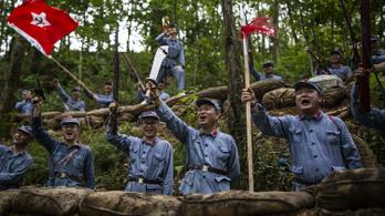 Most a legtrendibb régi kommunista relikviák között fotózkodni Kínában