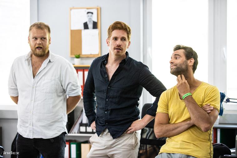 Balról: Répás Imre, azaz Konfár Erik, Török Zénó, azaz Dóra Béla és a sorozat szépfiúját alakító Pintér Márk, azaz Kékesi Gábor.