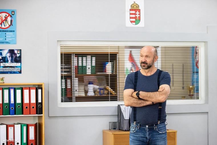 Maga Makkosszállás rendőrfőnöke, Tomasevics Tivadar várt minket a rendőrség épületében