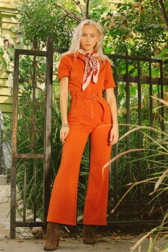 Az overallok már nem először mennek ki, majd térnek vissza a divat világába, az idei szezonban főként földszínekben, valamint a '70-es évekre jellemző narancssárgában menők.