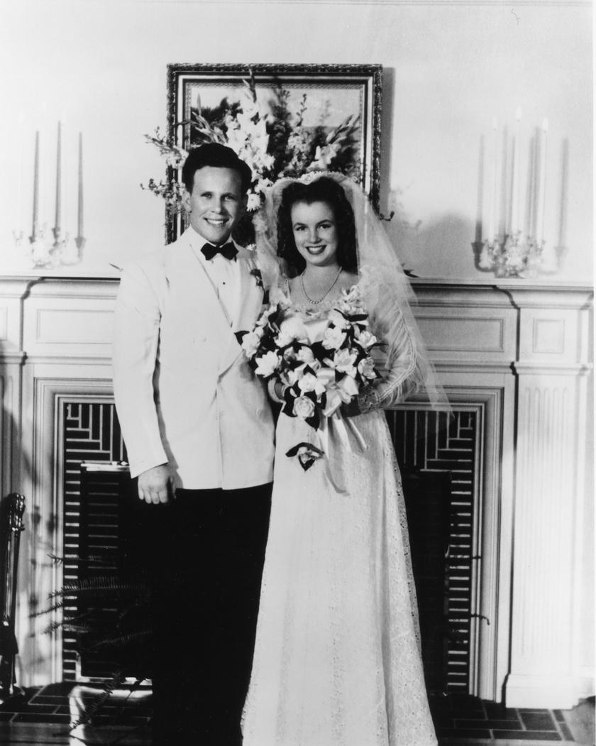 Marilyn Monroe és James Dougherty 1942. június 19-én házasodtak össze, nem sokkal a 16. születésnapja után.