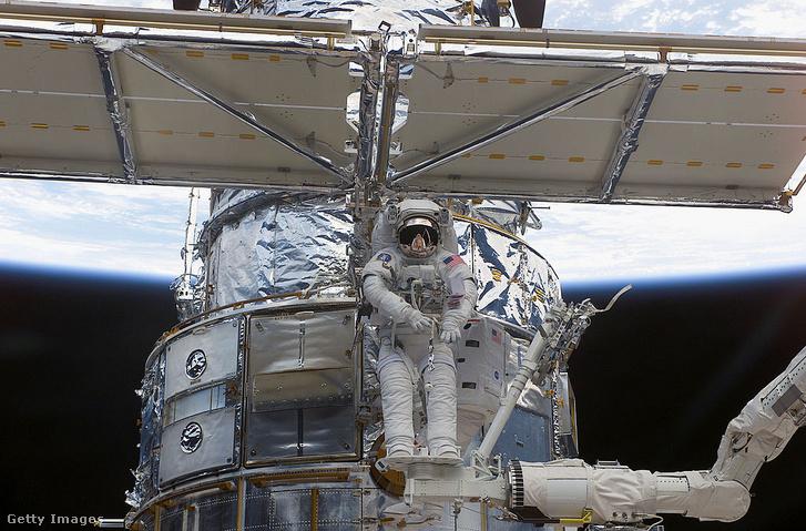 Űrséta a Hubble-nál 2002-ben