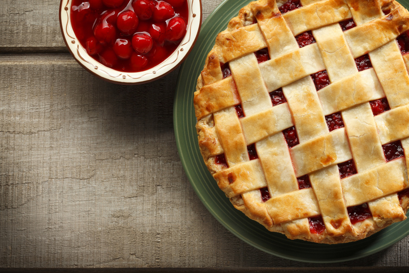 Omlós, rácsos cseresznyés pite: nem ázik el a tészta és nagyon finom