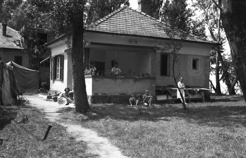 nyaraló telek ház
