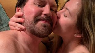 A YouTube-on összejött 28 évvel fiatalabb kommentelőjével, három hónap után feleségül vette