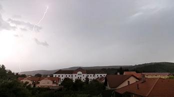Becsapott a villám, kigyulladt egy hotel Kőszegen