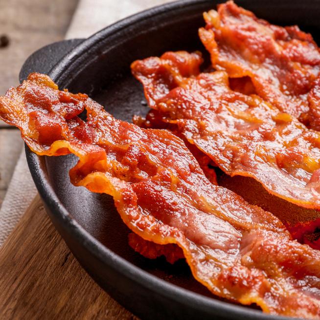 Így lesz tökéletesen ropogós a sült bacon - A zsírját sose öntsd ki