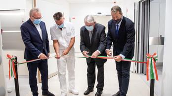 Új mellkassebészeti műtőblokkot adtak át az Országos Onkológiai Intézetben