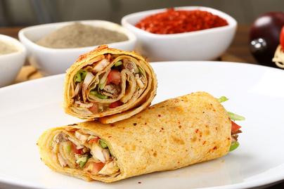 Csirkés wrap rengeteg zöldséggel: tartalmas, mégis könnyed ebéd