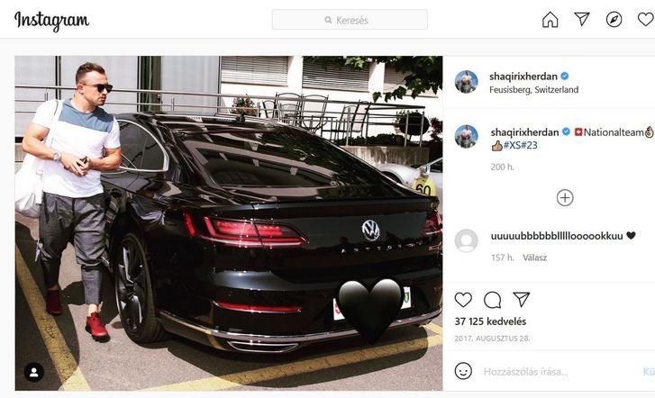 Xherdan Shaqiri is nagy rajongója a szép autóknak, itt épp egy Volkswagen Arteonból szállt ki (forrás: Instagram)