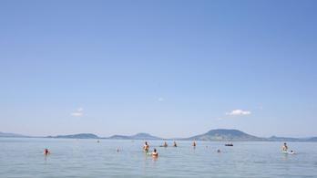 Őrjítő hőség volt, egy nap alatt kilenc embert kellett kimenteni a Balatonból