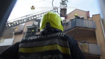 Videó: így lángolt egy társasház tegnap este Óbudán