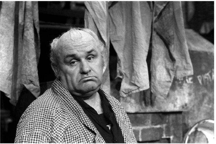 A Madách Kamarában 1988. május 26-án tartották Hofi Géza Élelem bére című estjének 100. előadását. A rendező: Pethes György.