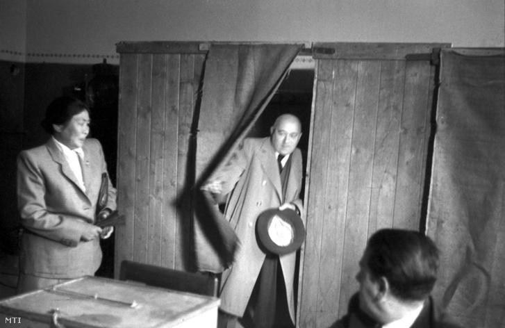 Rákosi Mátyás államminiszter és felesége leadják szavazatukat az országgyűlési választáson 1947. augusztus 31-én