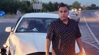 Bódi Csaba az összetört BMW-je elől üzent a rosszaknak